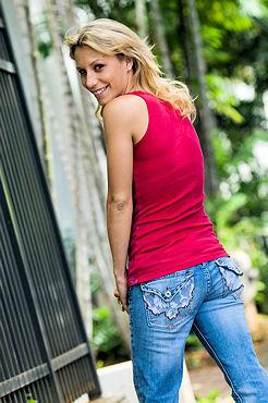 Hawaii Photographer Lucy Pemoni , Celebrity Photos